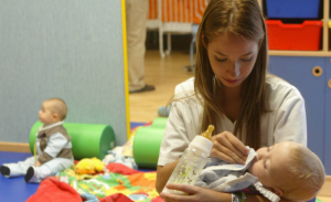 Dos maneras de beneficiarse en la Declaración de la Renta por los gastos de la guardería de los niños de 0 a 3 años